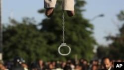 یکی از اعدامهای انجام شده در ملاءعام در ایران