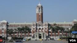 位于台北的台湾总统府(美国之音申华拍摄)