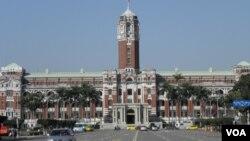 位於台北的台灣總統府(美國之音申華拍攝)