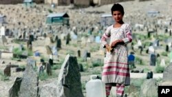 Báo cáo của Văn phòng Nhân quyền LHQ và Phái bộ Hỗ trợ LHQ ở Afghanistan nhận thấy trẻ em chiếm gần một phần ba trong số hơn 5.100 thường dân thương vong.