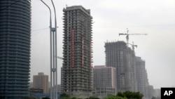 지난달 27일 북한 평양 려명거리에 고층 아파트들이 건설되고 있다. 북한 당국은 이 곳에 최대 70층 높이의 아파트 여러 동을 세운다는 계획이다.