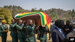 Jeneza lililobeba mwili wa Rais wa zamani wa Zimabwe, Robert Mugabe.