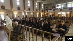 Irački vernici u crkvi Svetog Josifa u Bagdadu, 7. novembar, 2010.