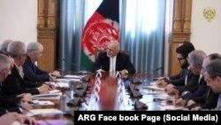 Afg'oniston Prezidenti Ashraf G'ani (markazda) O'zbekiston delegatsiyasini qabul qilmoqda, Kobul, 31-mart, 2019-yil.