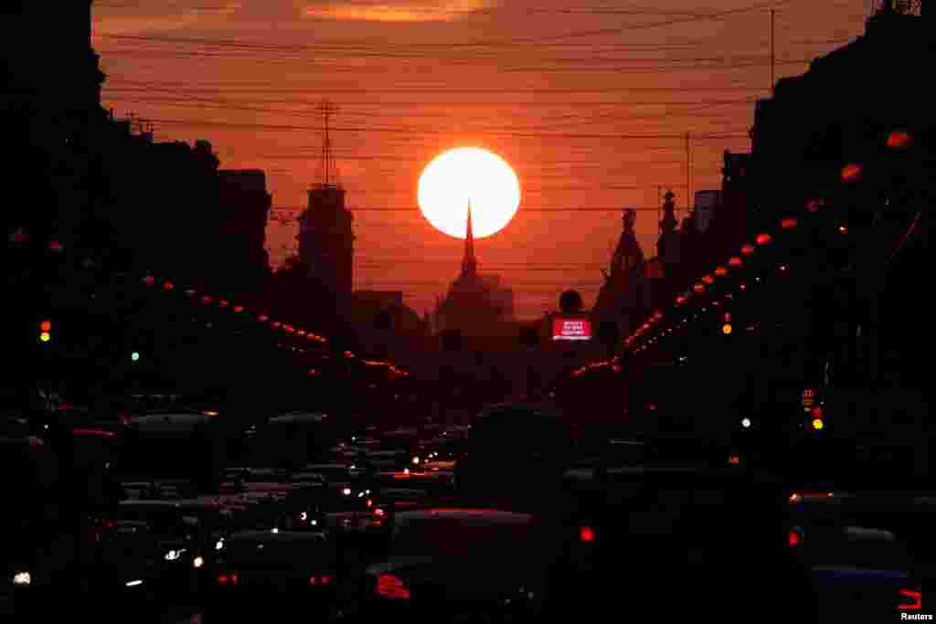 غروب آفتاب در سن پترزبورگ روسیه