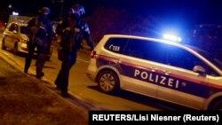 Policijska blokada na trgu Švedenplac (Schwedenplatz) (Foto: REUTERS/Lisi Niesner)