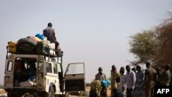 马里北部居民在一个检查站