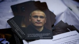 Some protesters were calling for the release of jailed oil tycoon Mikhail Khodorkovsky, December 24, 2011. (VOA - Y. Weeks)