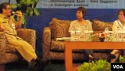Disnaker, KPPD dan Pusham Ubaya dalam sebuah diskusi 'Pekerja Rumah Tangga' di Surabaya (Foto: dok)