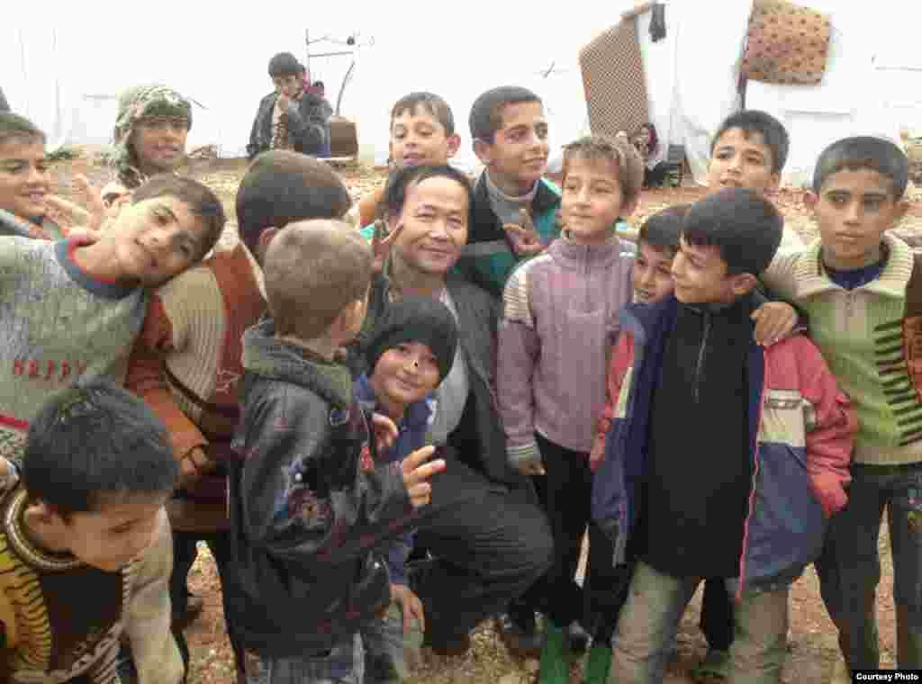 陈维明第一次赴土耳其和难民儿童 (陈维明提供)