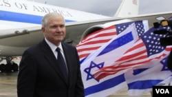 Robert Gates viajó a Tel Aviv, donde condenó los ataques a Jerusalén en los que murió una ciudadana británica.