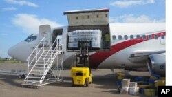 Avion de la CENI transportant des urnes à Lubumbashi (novembre 2011)