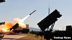 16일 한국 대천 대공사격장에서 열린 '방공유도탄 실사격 대회'에서 패트리엇 미사일이 발사되고 있다.