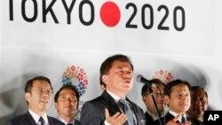 Thống đốc Tokyo Naoki Inose thông báo Tokyo đã tranh quyền đăng cai Olympic và Paralympic 2020 thành công tại văn phòng Chính phủ Thành phố ở Tokyo ngày 10 tháng 9 năm 2013.