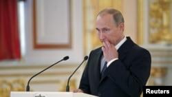 Presiden Vladimir Putin menandatangani dekrit yang merahasiakan tentara Rusia yang tewas di masa damai (foto: dok).
