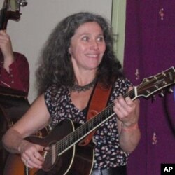 The work of American roots vocalist and guitarist Lauren Sheehan is in the American Folklife collection at the Library of Congress.