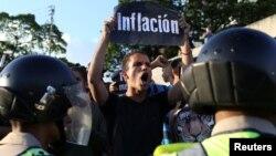 Venesuelada bir necha oydan beri hukumatga qarshi namoyishlar tinmayapti.
