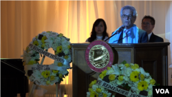 Congressman Alan Lowenthal speaks at the Remembrance Day organized by Cambodian-Americans in Long Beach, California. (Say Mony/VOA Khmer)