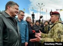 乌克兰总统波罗申科在美乌联合军训项目讲话。