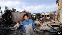 延坪島居民檢視砲擊過後家園