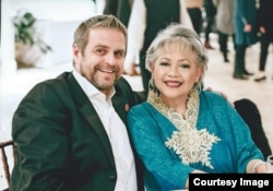 Erna Widayati bersama suaminya, Patrick (foto courtesy)