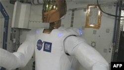فضانورد رباتی آمريکا در ايستگاه فضايی بين المللی