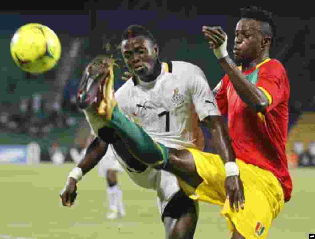Ghana's Inkoom Samuel (L) challenges Bah Mamadou Dioulde of Guinea during their African Cup of Nations Group D soccer match at Franceville stadium February 1, 2012.