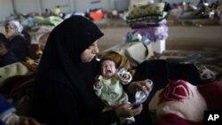 ფოტოზე: სირიიდან გამოქცეული ქალბატონი თავის წლინახევრის შვილთან ერთად