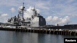 美国海军提康德罗加级导弹巡洋舰夏洛号(资料照片)