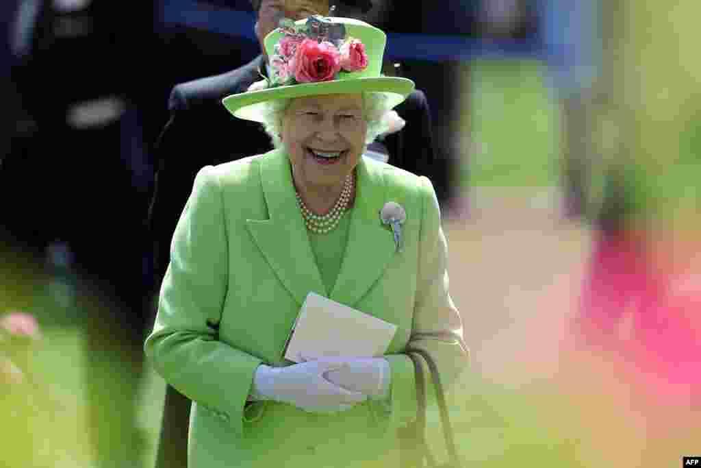 حضور ملکه انگلیس در چهارمین روز از مسابقات اسب دوانی اسکات در غرب لندن