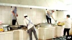 Nhà bếp tại một trại cải tạo lao động trong tỉnh Liêu Ninh, đông bắc Trung Quốc.