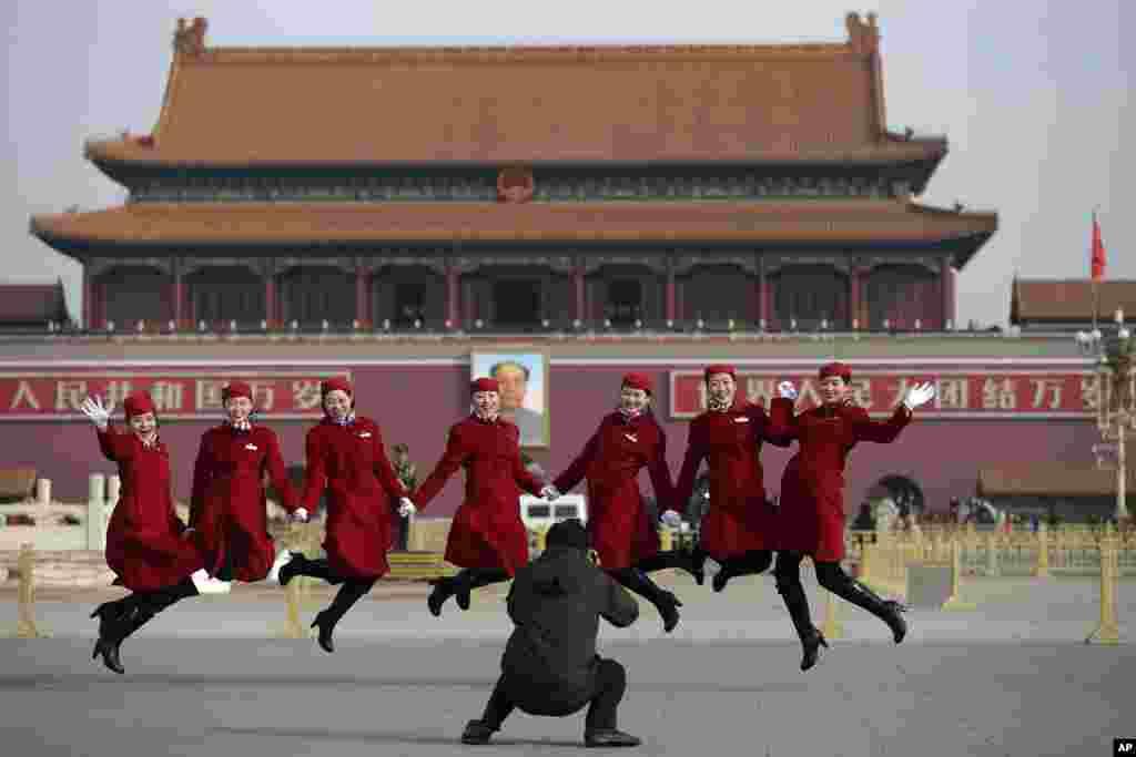 全国人大期间礼仪小姐在天安门广场合影(2015年3月12日)