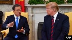 Президент США Дональд Трамп и президент Южной Кореи Мун Чжэ Ин (архивное фото)