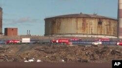 Служби надзвичайних ситуацій працюють над усуненням витоку нафти в Норільську