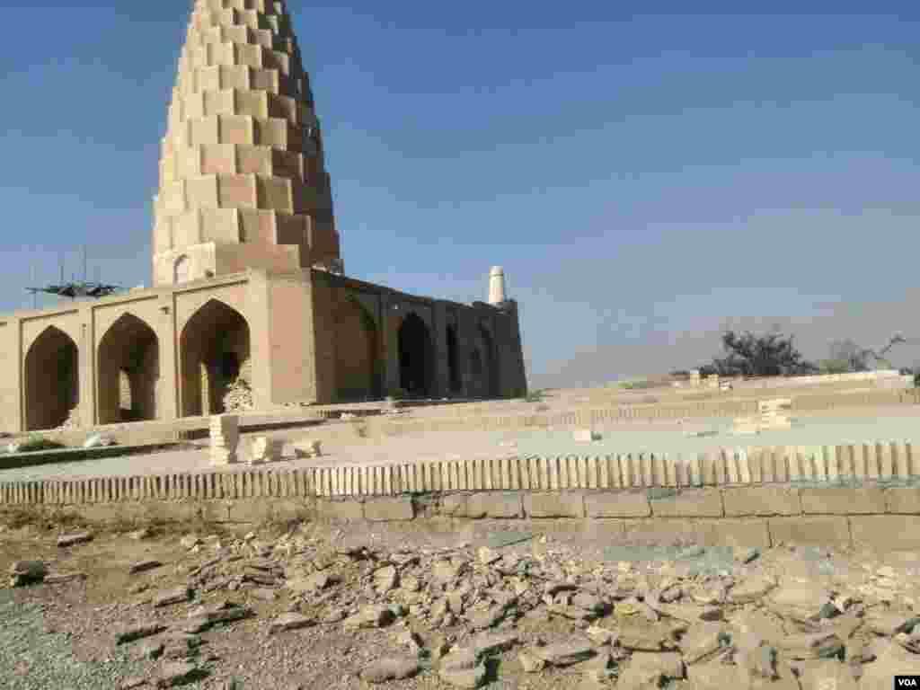 آرامگاه یعقوب لیث صفاری عکس: فرهاد (ارسالی شما)