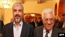 Thủ lãnh Hamas Khaled Meshaal (trái) và Tổng thống Palestine Mahmoud Abbas