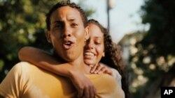 """Escena de la película """"Una Noche"""", con Javier Núñez Florián (izquierda) y Analín de la Rúa, ganadora de tres premios en el Festival de Cine de Tribeca."""