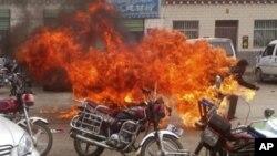 Khoảng 100 người Tây Tạng đã tự thiêu từ năm 2009 để phản đối điều mà họ cho là sự đàn áp của Trung Quốc.