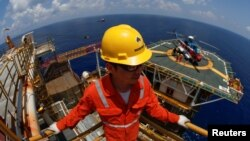A Rosneft Vietnam employee looks on at the Lan Tay gas platform in the South China Sea off the coast of Vung Tau, Vietnam April 29, 2018. (REUTERS/Maxim Shemetov)