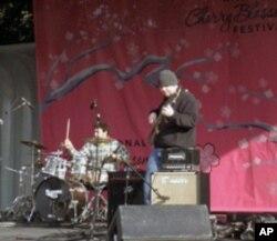 樱花节每天都有各种表演活动