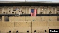 2015年1月2日阿富汗帕尔旺省巴格拉姆机场悬挂的美国国旗