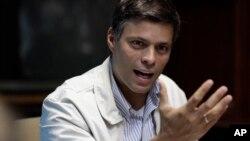 Leopoldo López, dirigente del opositor partido Voluntad Popular de Venezuela, es uno de los presos políticos de su país. López cumple sentencia en la cárcel de Ramo Verde en Caracas.