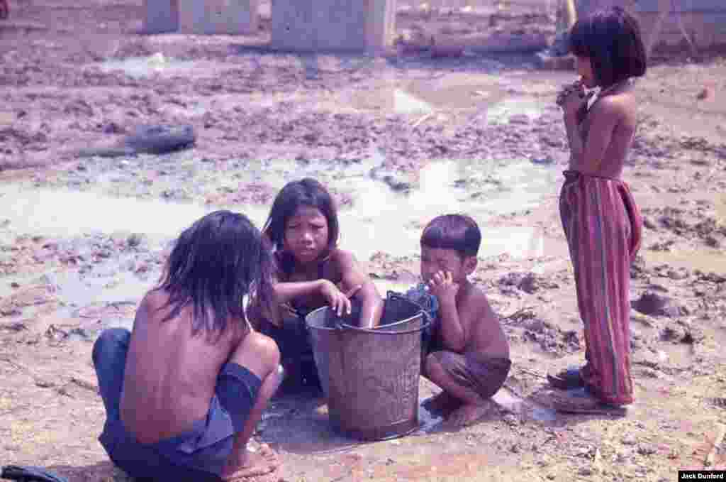 Children at Nong Samet, January 1982. (Jack Dunford)