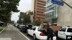 ماموران در محل تیراندازی روز چهارشنبه دانشگاه کالیفرنیای لس آنجلس