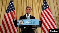 El secretario de Estado de EE.UU., John Kerry, se reunió en privado este miércoles con su contraparte rusa, Sergei Lavrov, y aseguró que ambos concuerdan en una salida diplomática a la crisis de Ucrania.