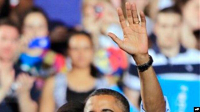 Tổng thống Obama và Đệ nhất Phu nhân Michelle Obama tại cuộc vận động tranh cử ở Đại học Ohio State University ở Columbus, tiểu bang Ohio, hôm thứ Bảy 5/5/12