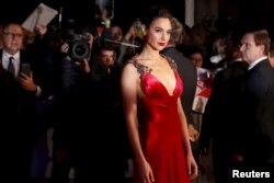 گل گدوت، روی فرش قرمز فیلم «بتمن علیه سوپرمن»