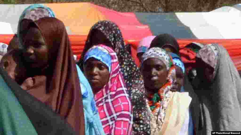 Rundunar sojojin Najeriya ta saki mutane 180 wadanda ta tsare har na tsawon shekaru 2 bisa zargin cewa 'yan kungiyar Boko Haram ne. Wadanda aka sako litinin a Maiduguri, babban birnin jihar Borno, sun hada da mazaje da mata dauke da jarirai da yara kanana.