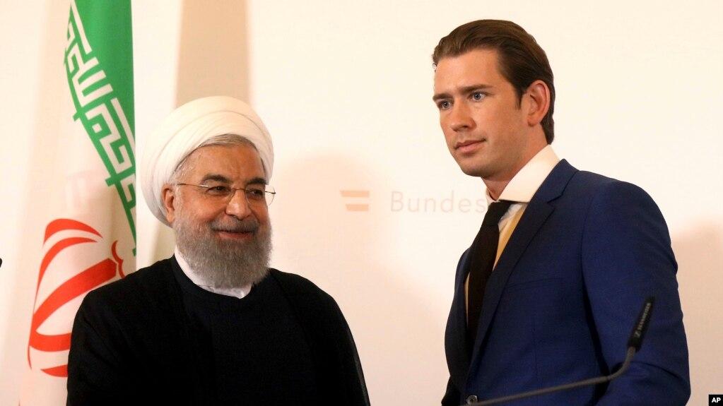 El presidente iraní, Hassan Rouhani, estrecha la mano del canciller de Austria, Sebastian Kurz, en la cancillería federal de Viena, Austria, el miércoles 4 de julio de 2018. (AP Photo / Ronald Zak). La UE implementará el martes 7 de agosto de 2018 una ley para proteger a las empresas europeas de los efectos extraterritoriales de las sanciones de EE.UU. a Irán.
