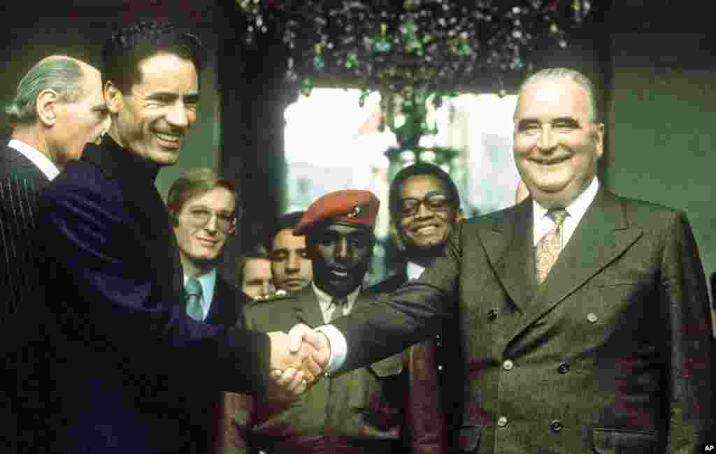 Libyan leader Moammar Gadhafi (L) shakes hands with French President Georges Pompidou 24 November 1973 on the steps of the Elysee Palace in Paris after their meeting, (AFP).